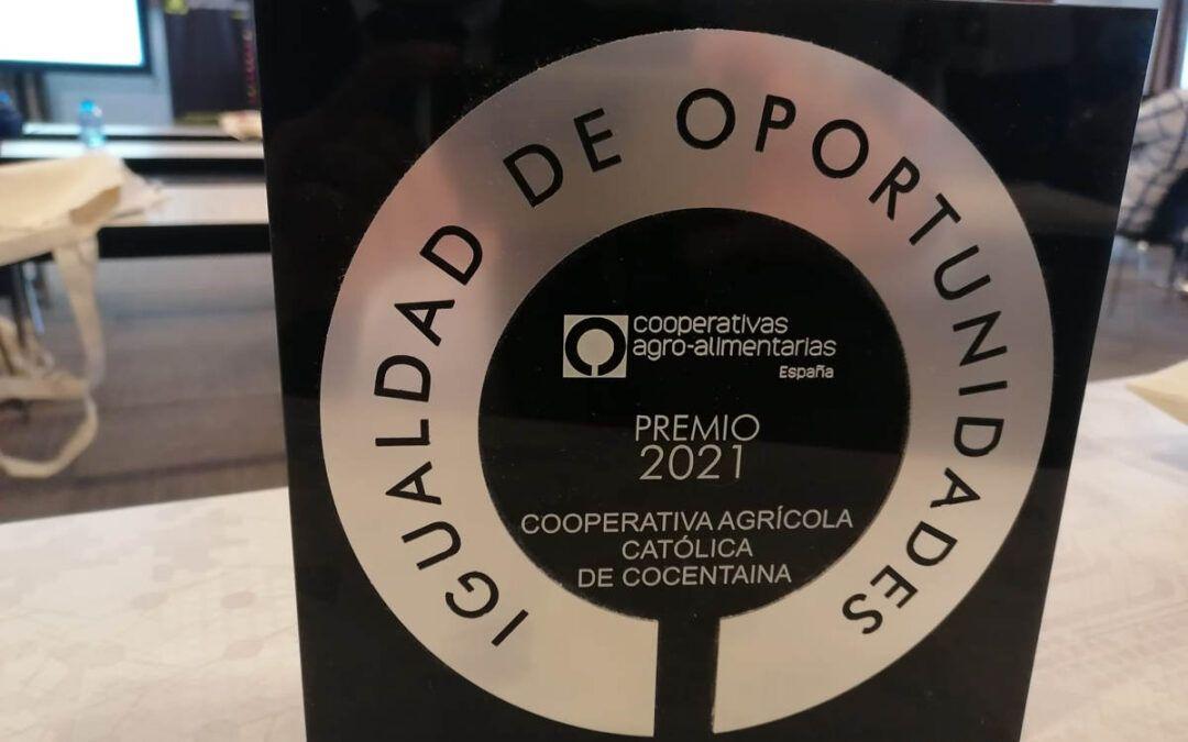 """Nuestra Cooperativa recibe el """"Premio Igualdad de Oportunidades"""" de manos del Ministro de Agricultura"""